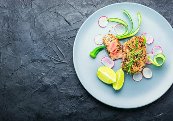 Baked tuna steak with vegetable garnish